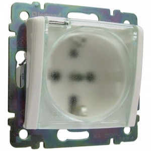 Розетка с заземляющим контактом, защитными шторками и крышкой IP-44 белая legrand серии Valena